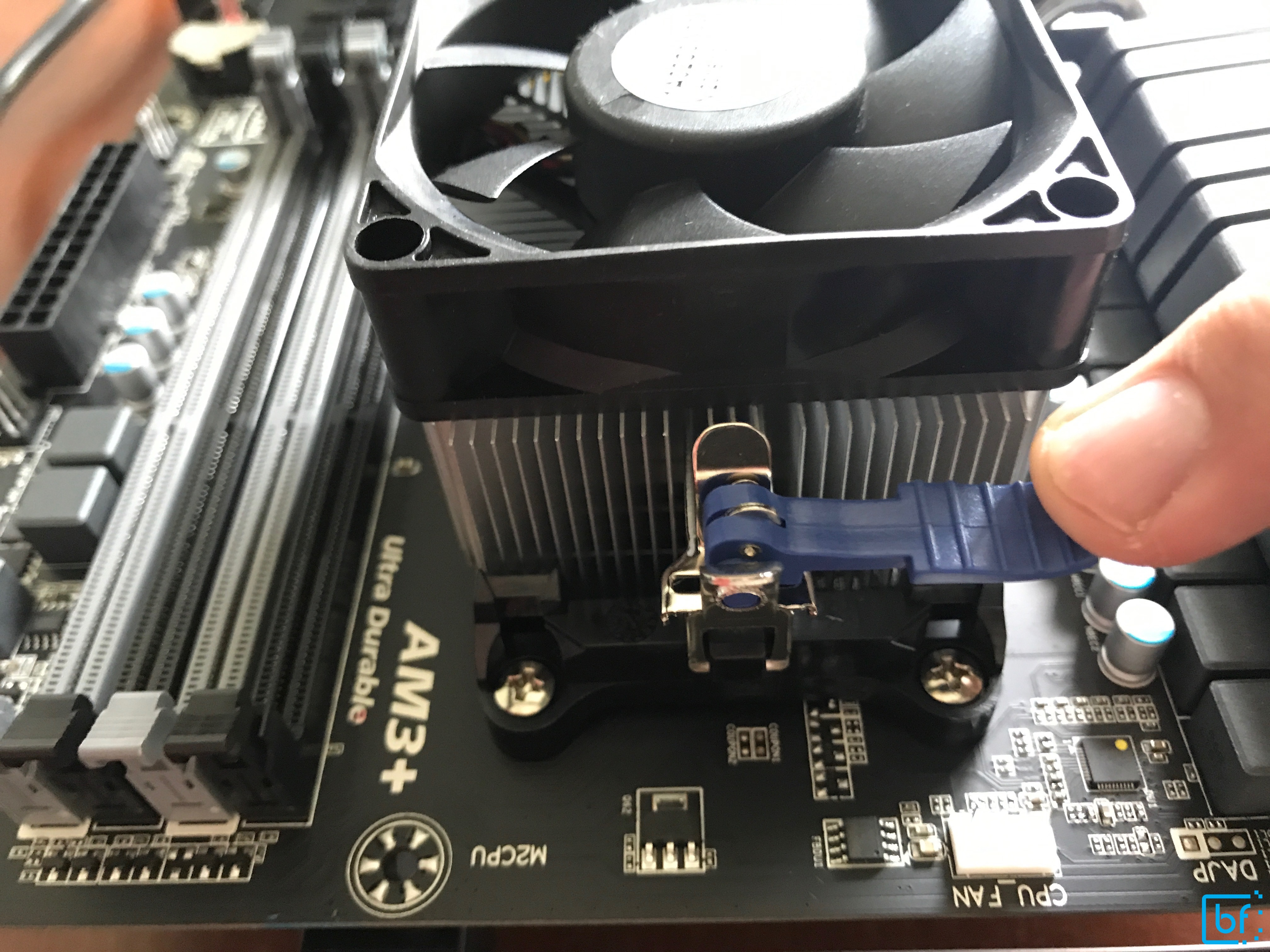 Securing CPU heatsink